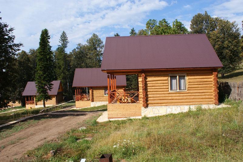 В селе Красный Ключ есть базы отдыха.